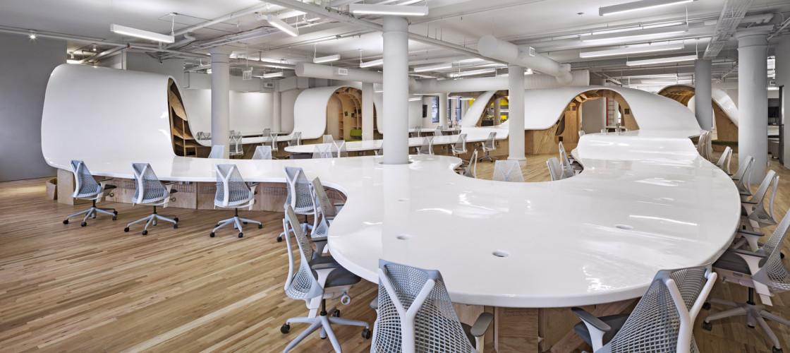 Table géante d'architecte de bureau
