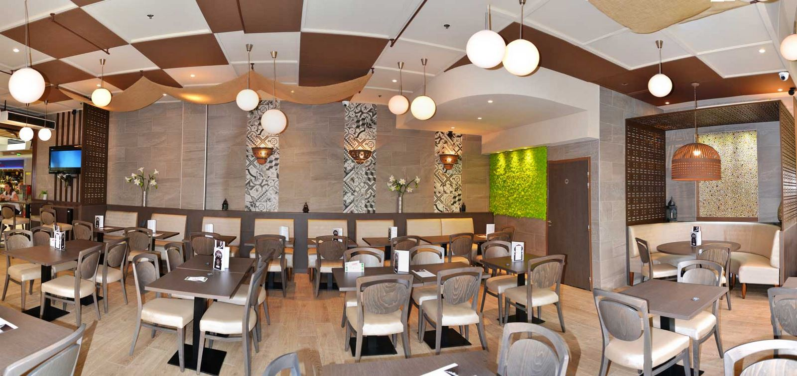 Agencement du restaurant la baraka centre commercial for Agencement cuisine la rochelle