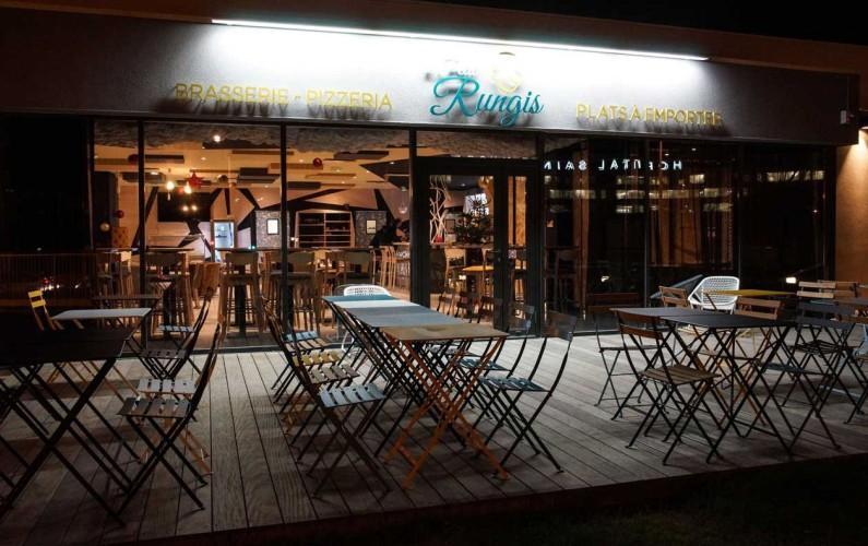 Extérieur de nuit brasserie LE PTIT RUNGIS à Toulon