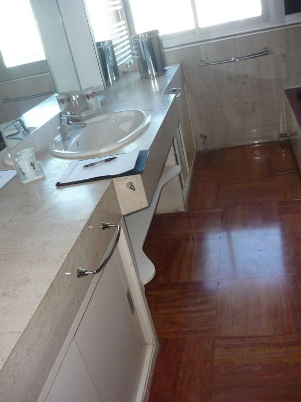 r novation compl te d 39 une salle de bain de luxe toulon. Black Bedroom Furniture Sets. Home Design Ideas