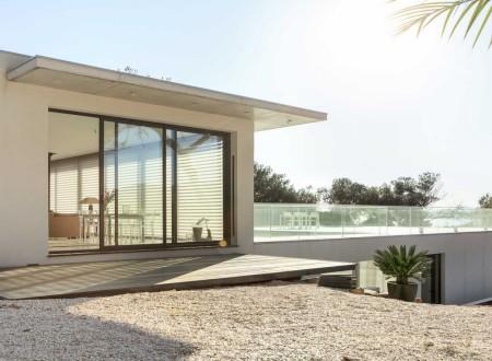 Terrasse toit d'une villa moderne à Sanary sur Mer