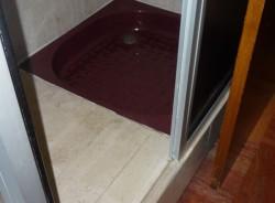 Bac de salle de bain avant travaux de décoration
