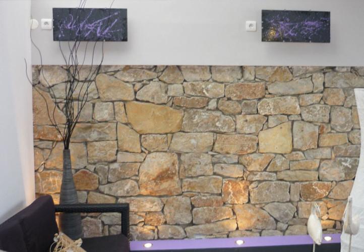 décoration intérieure restaurant Toulon mur en pierre
