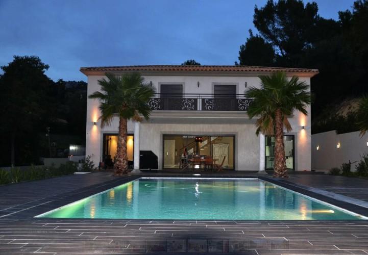 Design d'extérieur piscine magnifique à Ollioules