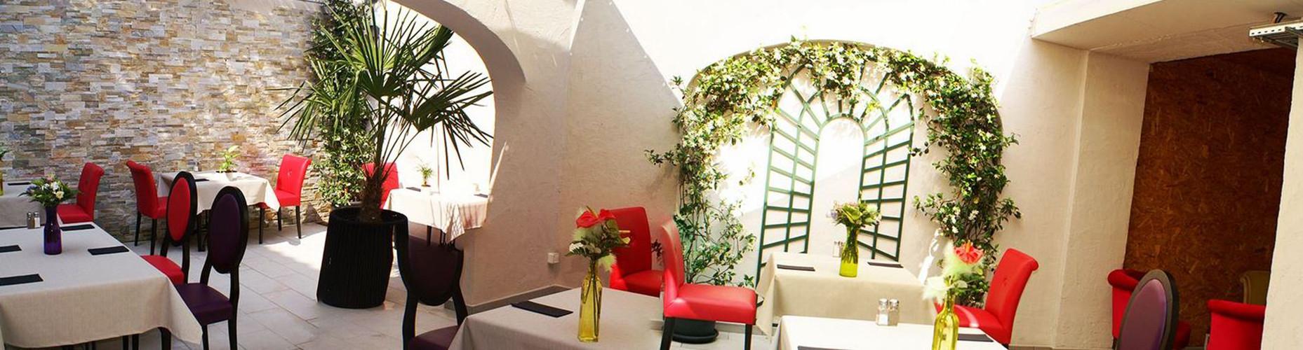 décoration restaurant st tropez style flamingo
