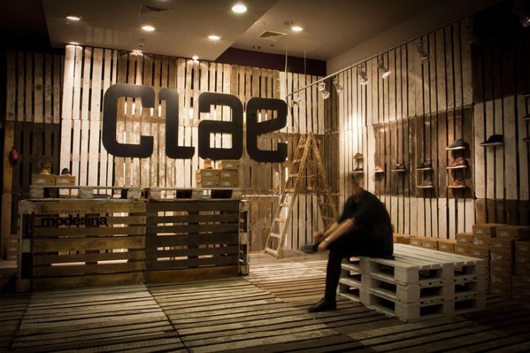 mode lina architekci temporary store CLAE shoes poznan designboom 02