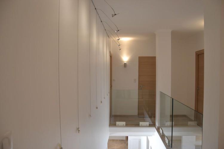 Garde corps en verre sur un escalier en intérieur