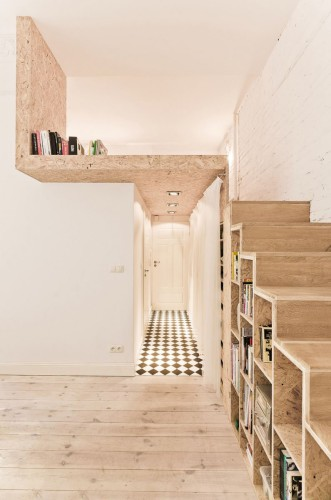 Décoration dans un petit appartement tout en bois par un architecte