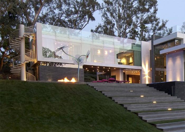 Partie de la maison contemporaine tout en verre