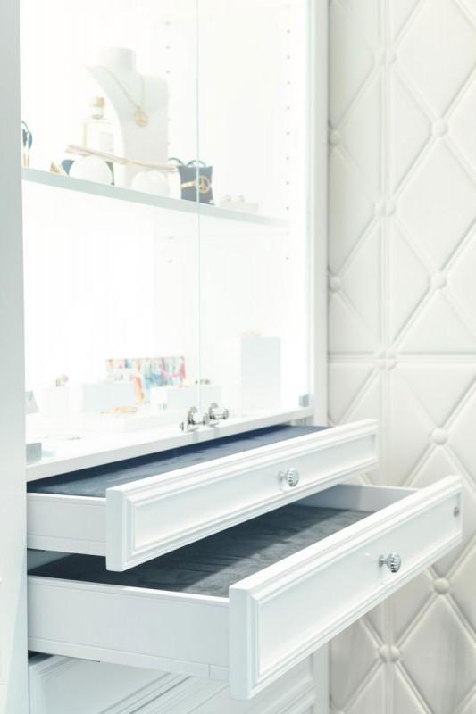 agencement d 39 une boutique bijouterie ajoy aix en. Black Bedroom Furniture Sets. Home Design Ideas