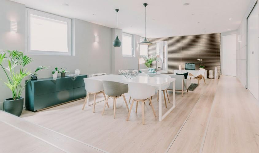 Chaise d'architecte et salon moderne