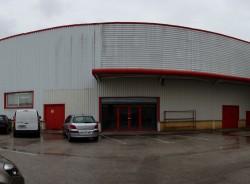 devant le hangar de thiriet avant l'emmenagement
