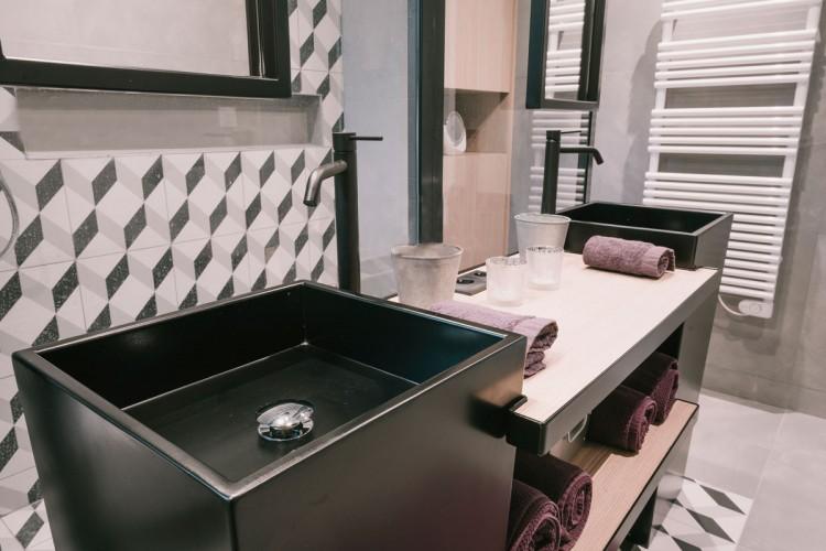 Vasques totem dans une salle de bain à Toulon
