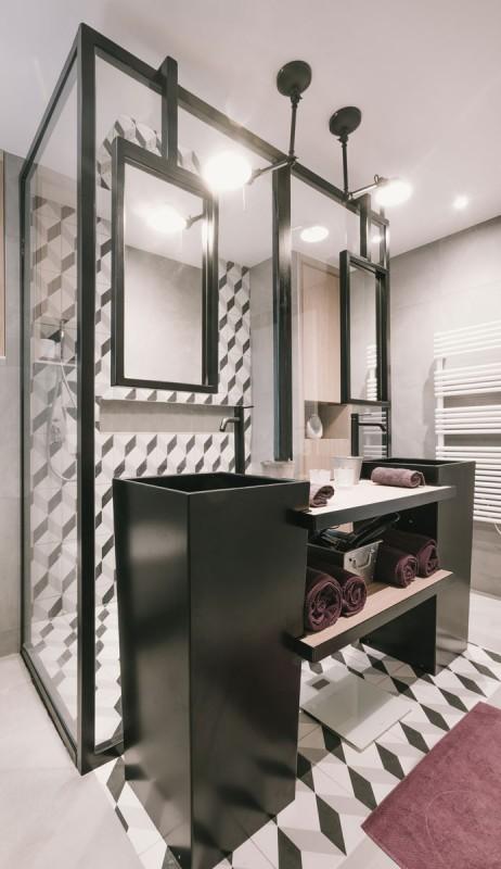 D corateur pour une salle de bain moderne toulon - Salle de bain industrielle ...