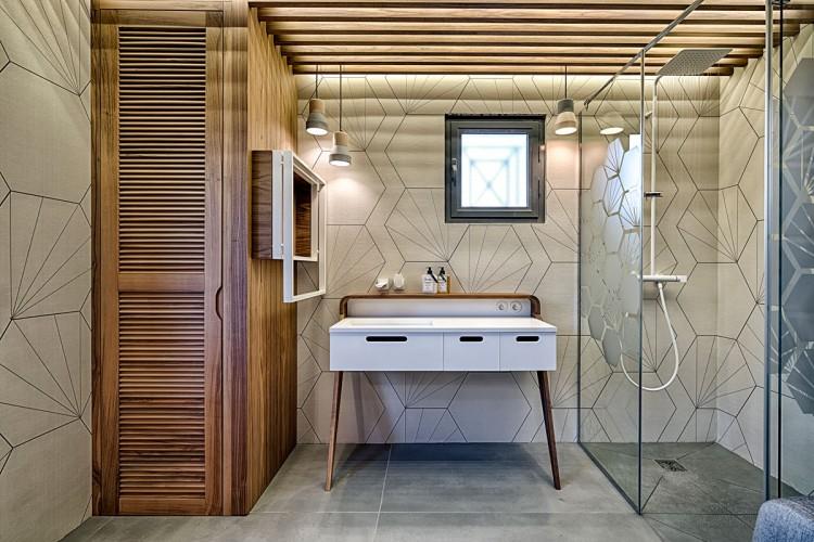 Salle de bain avec coiffeuse sur mesure