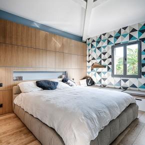 Chambre déco scandinave bois claire et couleurs modernes dans le Var