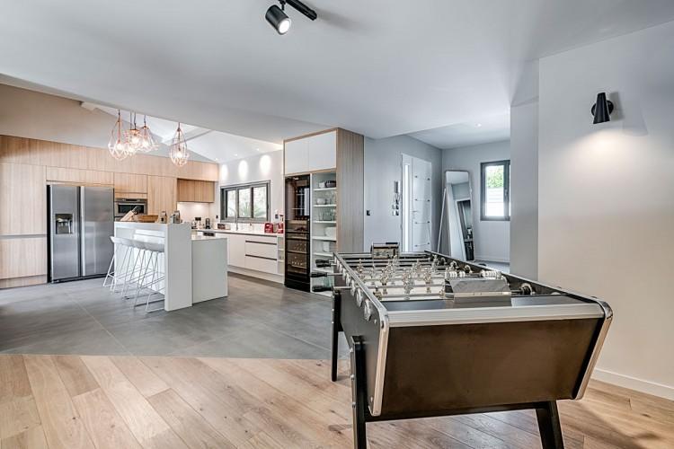 Salon salle à manger moderne décoration suédoise sur mesure en PACA