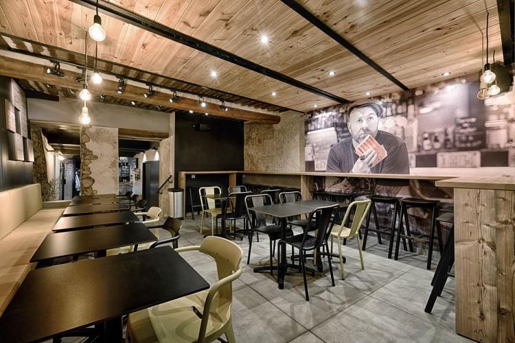 Intérieur bois pour ce superbe restaurant à Aix en Provence
