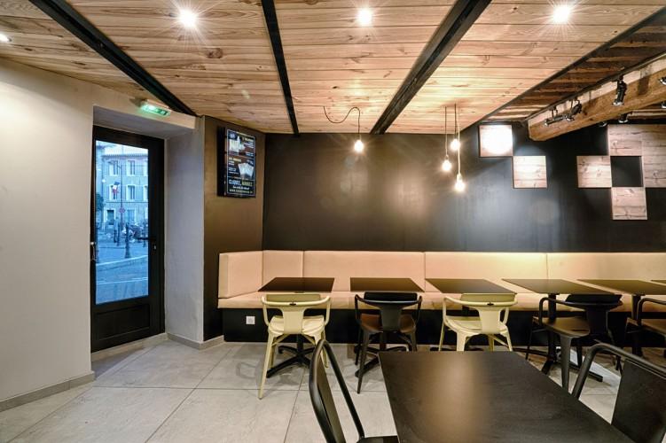 intérieur design noir et bois