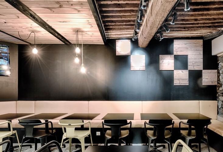 intérieur squaremaker noir et bois