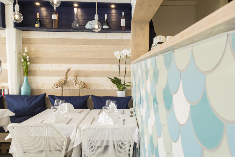 écoration intérieur et mobilier restaurant port grimaud