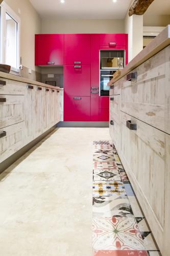 décorateur var - cuisine sur mesure provençale carrelage 2 couleurs
