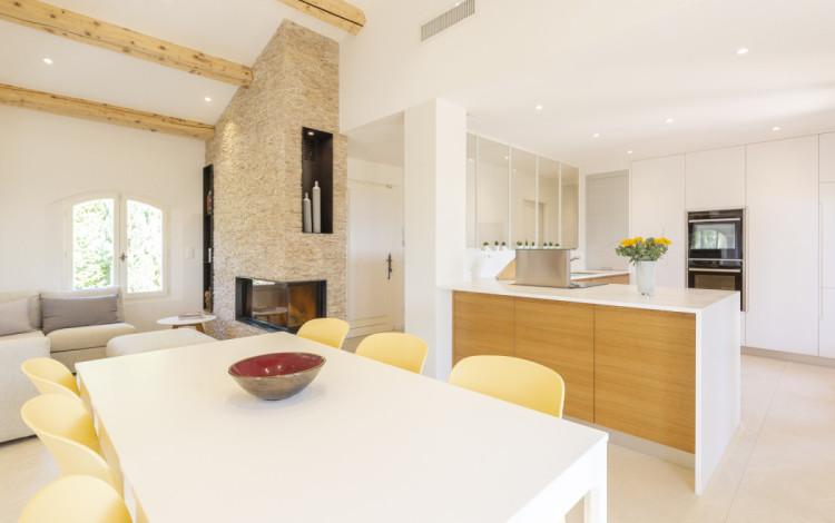 salon et cuisine style moderne par CT CREATION TOULON