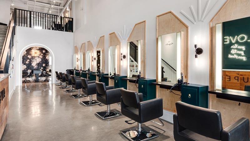 espace de travail poste de coiffage dans salon de coiffure et barber shop