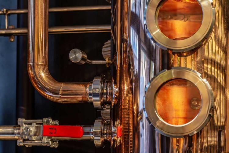 utilisation du cuivre décoration distillerie